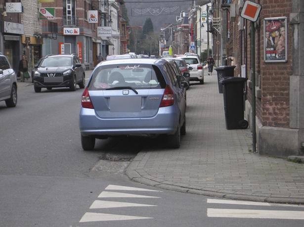 La façon de se parquer a une incidence sur le confort de déplacement des piétons